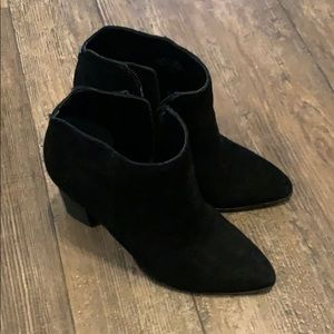 Pointed toe black suede boogie